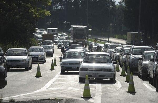 El Lanamme estima que la autopista Florencio del Castillo es utilizada por 60.000 carros todos los días.