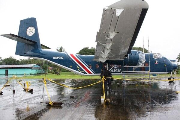 El único avión estatal, llamado Caribú, está varado en el aeródromo de Barra del Colorado, en Pococí de Limón, desde el 24 de junio, cuando hubo un aterrizaje de emergencia pues falló uno de sus motores. | REINER MONTERO