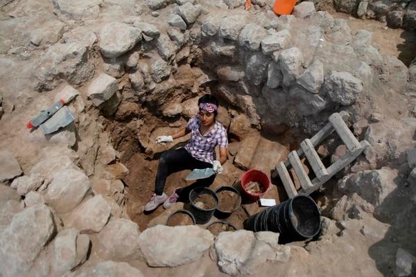 De acuerdo con los arqueólogos que participaron en estas investigaciones, se logró localizar la ciudad bíblica de Ziklag cerca del sur de la ciudad israelí de Kiryat Gat. (Foto de MENAHEM KAHANA / AFP)