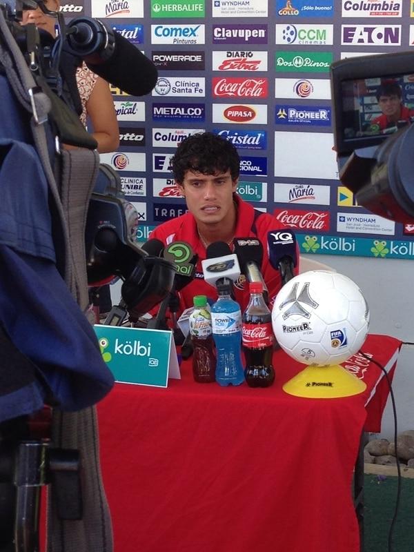 Yeltsin Tejeda atendió a la prensa ayer, tras la práctica. | RANDALL CORELLA