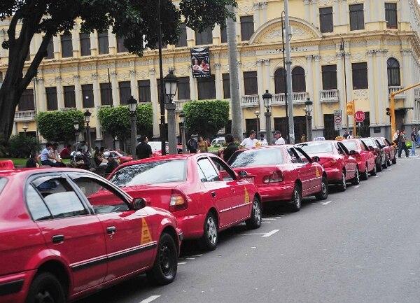 Archivo.Taxis como estos tipo sedán, los rurales y los que trasladan personas con discapacidad aumentan.