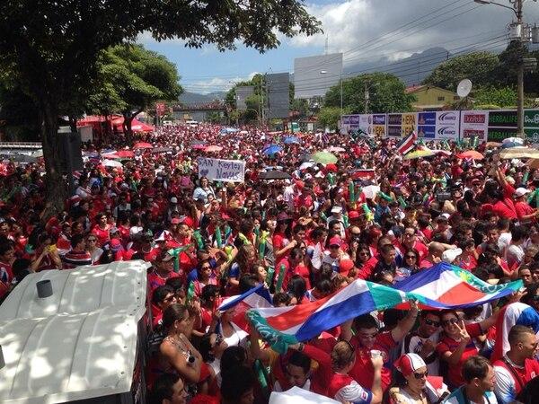 Miles de costarricenses ya se instalaron en el Paseo Colón a la espera de que la Selección Nacional llegue a La Sabana para rendirles homenaje por el gran trabajo realizado en el Mundial Brasil 2014.