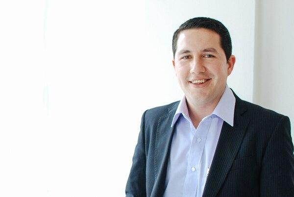 Willy Carvajal ha destacado como abogado especialista en el área civil y comercial, asesor jurídico en derecho Corporativo y Bancario.