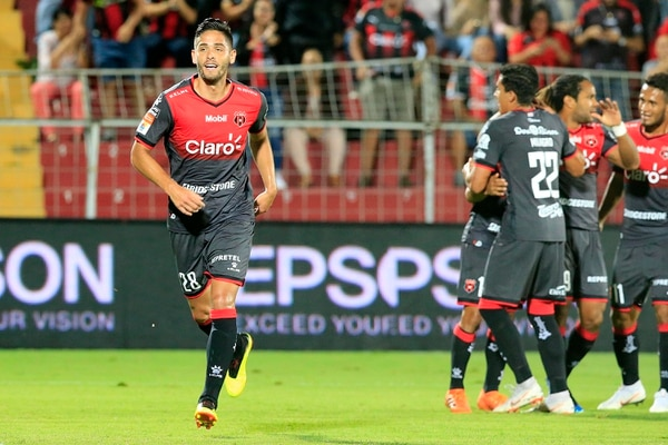 Jonathan Moya ahora tiene contrato por cuatro años con la Liga. Foto: Rafael Pacheco
