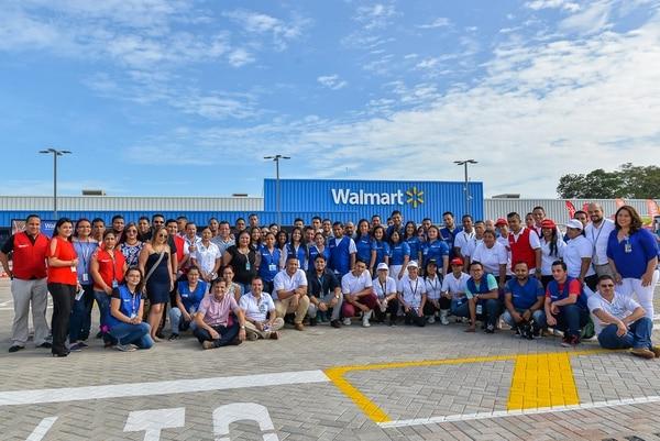 La nueva tienda genera 118 empleos directos y 380 indirectos, para los vecinos de la zona.