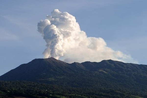 El volcán Turrialba ha mantenido una constante emanación de gases desde el 2007. Asimismo, en los últimos meses se ha registrado actividad sísmica en las zonas aledañas al cráter.   EYLEEN VARGAS/ ARCHIVO LN