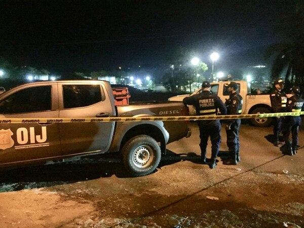 La Fuerza Pública resguardó la escena, mientras agentes judiciales decomisaron evidencias para la investigación. Foto: Raúl Cascante, corresponsal GN