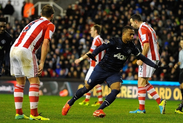 Patrice Evra marcó el segundo gol del Manchester United al Stoke. | AFP