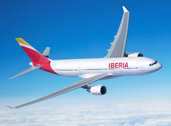 Este es un Airbus A330-200 de Iberia. Ese es el modelo del avión que partió de Madrid este lunes en el primer vuelo previsto para llegar al país gracias a la reapertura de los aeropuertos. / Fotografía: Iberia para LN.