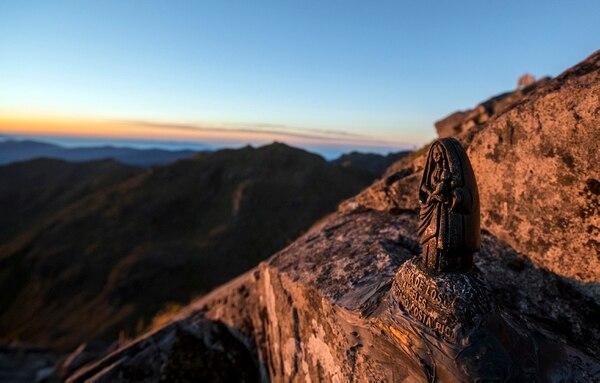 Parque Nacional cerro Chirripo (la cima, con una imagen de la Virgen María). Foto: Alonso Tenorio / La Nación.