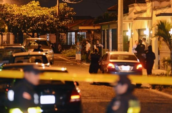 El movimiento policial fue amplio en la calle avenida 27 de Rohrmoser, donde cayeron los sospechosos.