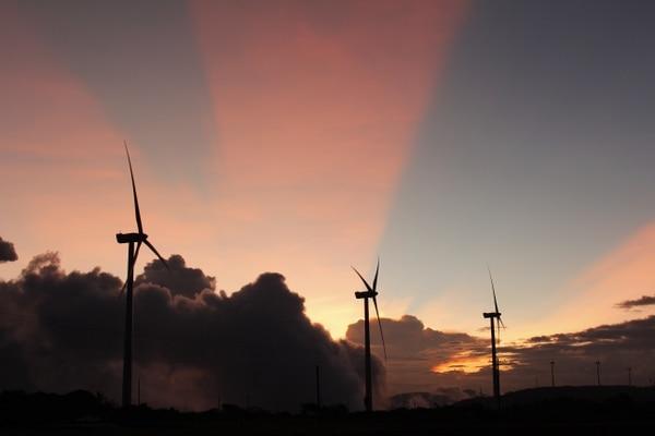 Los parques eólicos aprovechan los vientos para generar electricidad. Esta es una de las formas de energía renovable que se emplean en Centroamérica.