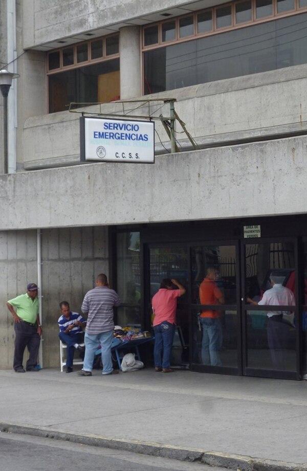 El Hospital Max Peralta atiende una población de 700.000 personas, vecinas de ocho cantones de esa provincia y de tres de San José. | ARCHIVO.