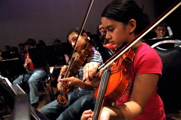 El Sinem esparce el conocimiento musical en muchas comunidades del país, a las que también lleva espectáculos de interés. / Fotografía: Eddy Rojas/Archivo.