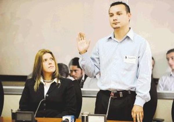 David Vargas, exempleado del diputado Óscar Alfaro, pese a que prestó juramento, se negó a declarar sobre las finanzas del PLN. | JORGE CASTILLO