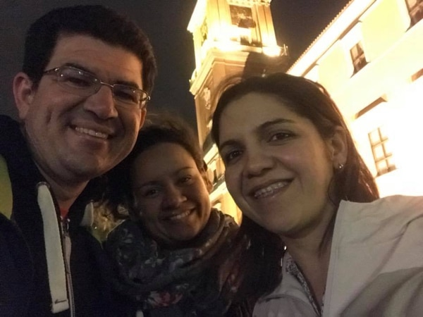 En orden usual, Jairo Villegas S., la chef Nancy Díaz Arias y Elena Hernández Flores, tica que vive en Varsovia, Polonia.