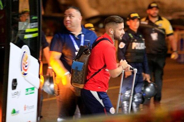 Elías Aguilar a su llegada al Estadio Nacional, el viernes, para el partido contra Uruguay. Foto: Rafael Pacheco