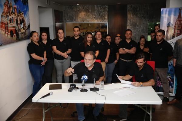José Cortés y su hijo Mauricio, en la conferencia que dio la noche de este lunes en Destinos TV. Foto: Alejandro Gamboa.