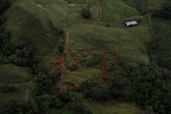 Las montañas agrietadas y los terraplenes son ahora parte del paisaje de la zona sur. | FOTO: RAFAEL MURILLO