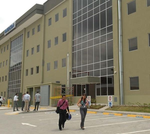 El traslado de la Aresep a este edificio en Guachipelín de Escazú es una de la decisiones más cuestionadas al exregulador Fernando Herrero, quien, a su vez, encargó del trámite a Enrique Muñoz. | ARCHIVO.
