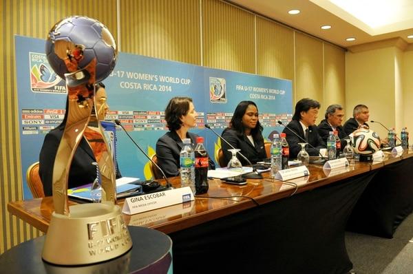 La FIFA y el Comité Organizador Local dieron ayer más detalles sobre el Mundial. De trofeo del certamen, fue el principal testigo.   CARLOS BORBÓN