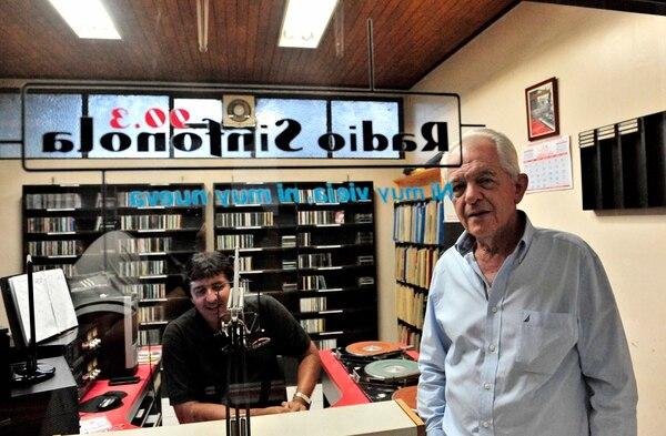 Un rostro. Rodrigo Rodríguez es uno de los siete locutores con que cuenta Sinfonola. A excepción de él, los otros seis muchachos fueron formados por don Carlos Lafuente. John Durán.