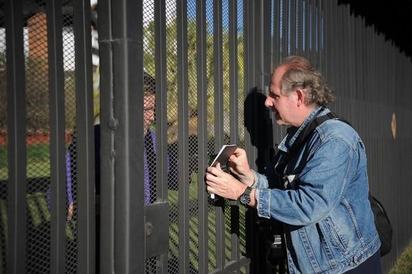 El fotógrafo recorrió el centro de San José en busca de los niños. Fotografía: Jeffrey Zamora.