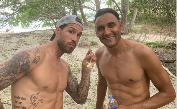 Keylor Navas y Sergio Ramos, de vacaciones en alguna playa de Costa Rica. FOTO IG