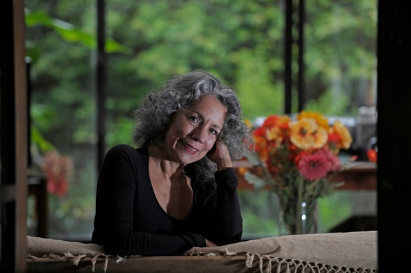 Regreso. Arabella Salaverry es actriz y escritora; ha publicado seis poemarios aparte de Violenta piel . Pablo Montiel