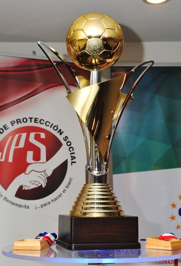 El trofeo del Torneo de Invierno 2013 quedó en manos de Alajuelense.