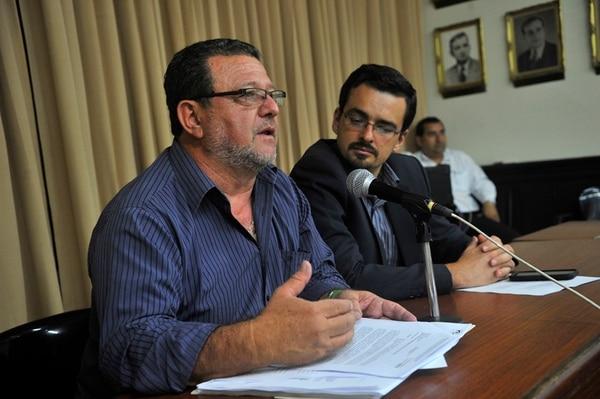 El dirigente sindical Jorge Arguedas (izquierda), actual candidato a diputado del Frente Amplio, cuestionó la estructura del PLN en las instituciones públicas. Con él, José María Villalta, aspirante presidencial del FA.   ARCHIVO