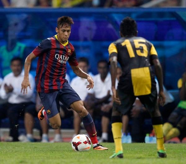 La gambeta y la capacidad goleadora que mostró Neymar en el Santos y en la selección de Brasil, le abrió las puertas del F. C. Barcelona | AP
