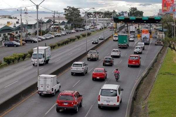 La ampliación de la vía a San Ramón incluye la construcción de nuevos carriles en la autopista General Cañas. Los trabajos no se han podido realizar debido a que el fideicomiso, adjudicado al Banco de Costa Rica (BCR), está varado. Fotografía: Mayela López