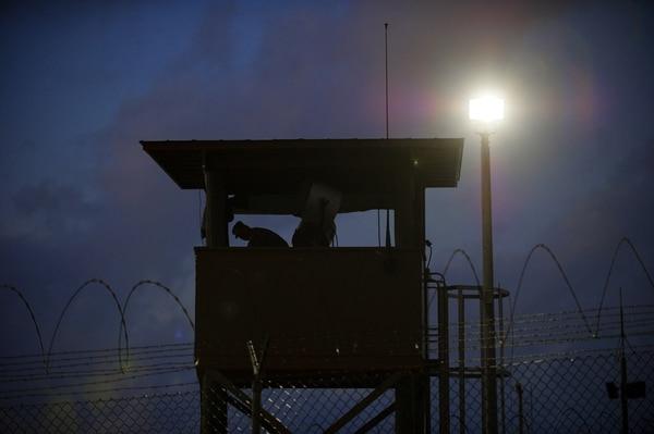 Aunque lo prometió en campaña y ya electo, Obama no pudo cerrar la prisión militar de Guantánamo. | FOTO: AFP