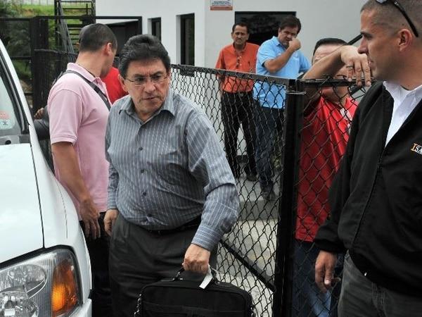 Minor Vargas llegó al juicio con pantalón y camisa de vestir. Aquí, en una imagen del dirigente en Costa Rica, previo a su encarcelamiento.   ARCHIVO