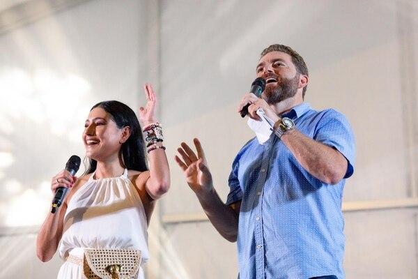 La presentadora Nancy Dobles y Jeff Duchesneau, gerente general de la Marina Pez Vela, pasaron una agradable velada en medio de la bonita actividad. Foto Cortesía