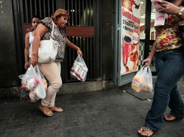 En Venezuela ha escaseado hasta el papel higiénico. | ARCHIVO