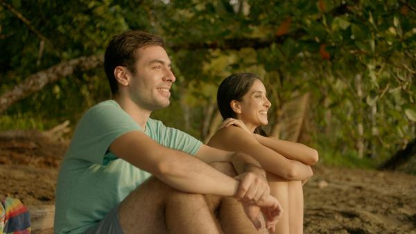 Carlos Villalobos, como Juan, y Fernanda Chávez, como Camila, son dos de los protagonistas de 'La boda del Tigre'. Ambos se acercarán románticamente en la cinta. Cortesía de Cinetele