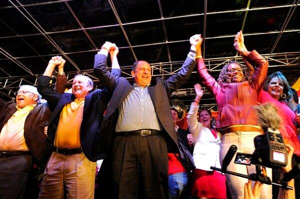 Ottón Solís se negó a entregar donaciones al PAC durante los meses de mayo y junio como señal de protesta por los gastos de la campaña que terminó con el triunfo del actual presidente, Luis Guillermo Solís.   ARCHIVO