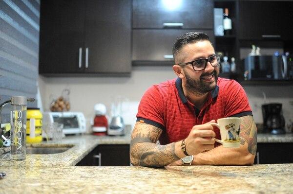 El presentador de Canal 7 Omar Cascante también tiene una faceta musical. Foto Jorge Navarro