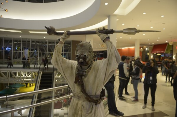 Un morador de las arenas recorrió Plaza Lincoln para el estreno de Star Wars. Alejandro Gamboa Madrigal