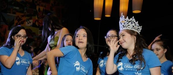 Mellisa Ramírez, de 17 años y vecina de San Ramón, portará la corona durante la primera gala de Blue Rose Princess y la colocará sobre la primera de la próxima reina.