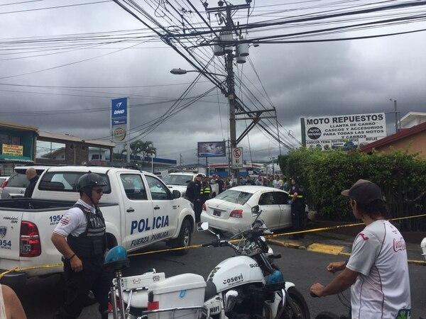 El Organismo de Investigación Judicial (OIJ) debe hacer el levantamiento de los cuerpos, por lo que la calle está cerrada en ambos sentidos.