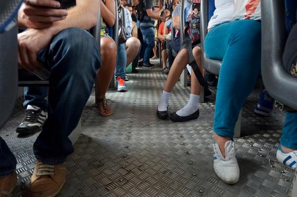 Cerca de un millón de personas ingresa al centro de San José diariamente utilizando el transporte público modalidad autobús, según cifras del MOPT. | MARÍANDREA GARCÍA.