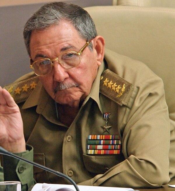 Raúl Castro, hermano de Fidel Castro y presidente de Cuba, flexibilizó la normativa migratoria de la isla, medida que ha sido bien recibida por la población.