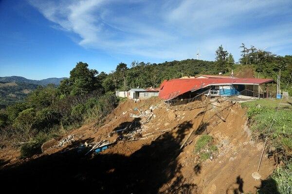 El 11 de octubre del 2017 la escuela de Casamata, San Isidro de El Guarco, Cartago fue gravemente dañada por un temporal. Foto: Albert Marín.