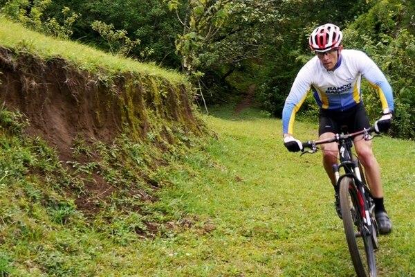 El triatleta Leonardo Chacón sintió más la presión del sudafricano Dan Hugo (ausente en la fotografía) en los descensos. | MIGUEL JARA PARA LA NACIÓN