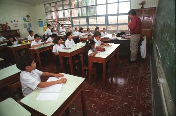 El asueto en los nueve cantones para los estudiantes regirá hoy y este lunes. | ARCHIVO.