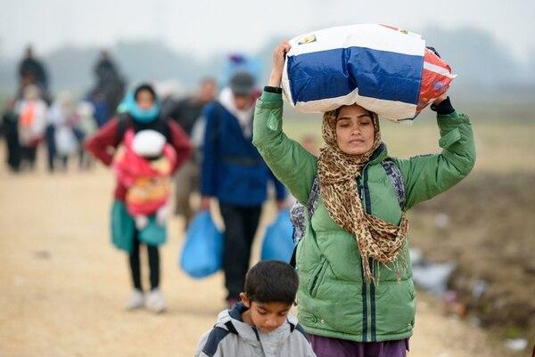 Migrantes cruzaban la frontera entre Croacia y Eslovenia. | AFP