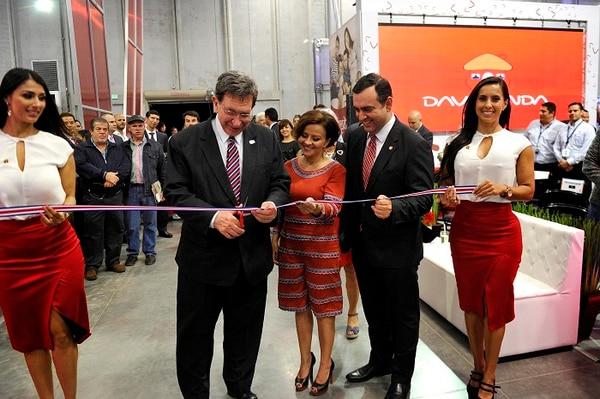 En la inauguración estuvieron presentes Rosendo Pujol, Ministro de Vivienda y Asentamientos Humanos; Mariela Rodríguez, gerente de Parque Viva y Arturo Giacomini, presidente ejecutivo de Davivienda Costa Rica.